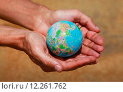 Купить «Руки с глобусом», фото № 12261762, снято 10 апреля 2011 г. (c) Морозова Татьяна / Фотобанк Лори