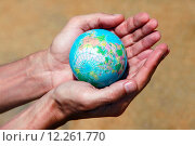 Купить «Руки с глобусом», фото № 12261770, снято 10 апреля 2011 г. (c) Морозова Татьяна / Фотобанк Лори