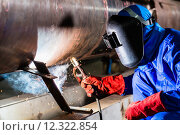 Купить «Welder in factory welding metal pipes», фото № 12322854, снято 15 августа 2018 г. (c) PantherMedia / Фотобанк Лори