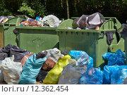 Купить «Garbage Containers Full, Overflowing», фото № 12362454, снято 21 августа 2018 г. (c) PantherMedia / Фотобанк Лори