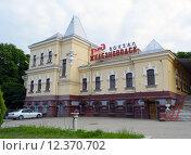 Здание железнодорожного вокзала в городе Железноводск в 2015 году. Редакционное фото, фотограф Светлана Шимкович / Фотобанк Лори