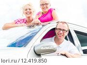 Купить «family travels by car in the summer holidays», фото № 12419850, снято 19 апреля 2019 г. (c) PantherMedia / Фотобанк Лори