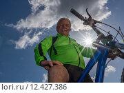 Купить «man nature senior fit bike», фото № 12427386, снято 21 января 2019 г. (c) PantherMedia / Фотобанк Лори