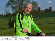 Купить «man nature senior fit bike», фото № 12430746, снято 21 марта 2019 г. (c) PantherMedia / Фотобанк Лори