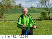 Купить «man nature senior fit bike», фото № 12442386, снято 21 января 2019 г. (c) PantherMedia / Фотобанк Лори