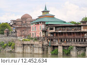 Купить «Mosques at Jahelum river in Srinagar, Kashmir», фото № 12452634, снято 27 марта 2019 г. (c) PantherMedia / Фотобанк Лори