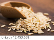 Купить «Spoon of brown rice close up», фото № 12453658, снято 21 мая 2018 г. (c) PantherMedia / Фотобанк Лори