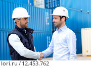 Купить «Docker and supervisor handshaking in front of containers», фото № 12453762, снято 21 июля 2018 г. (c) PantherMedia / Фотобанк Лори