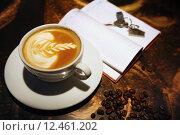 Чашка кофе, блокнот и ключи на столе. Стоковое фото, фотограф Alexey Matushkov / Фотобанк Лори