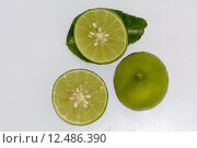 Купить «Lime grown year-round in tropical climates and are usually smaller and less sour than lemons. As compared to lemons, limes contain less vitamin C. Limes are a good source of dietary fiber and contain numerous other nutrients in small quantities », фото № 12486390, снято 7 апреля 2020 г. (c) PantherMedia / Фотобанк Лори