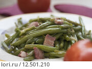 Купить «green beans stir fried in pan with bacon», фото № 12501210, снято 23 апреля 2018 г. (c) PantherMedia / Фотобанк Лори