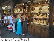 Купить «Italy, Florence, jewelry stores on the Ponte Vecchio», фото № 12576858, снято 12 июля 2012 г. (c) Caro Photoagency / Фотобанк Лори