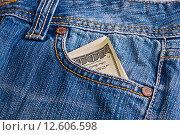 Купить «Доллары в кармане джинсов», фото № 12606598, снято 22 июля 2012 г. (c) Наталья Двухимённая / Фотобанк Лори