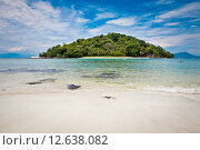 Остров в океане. Стоковое фото, фотограф Anya Stogova / Фотобанк Лори