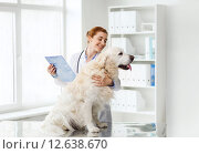 Купить «happy doctor with retriever dog at vet clinic», фото № 12638670, снято 19 июля 2015 г. (c) Syda Productions / Фотобанк Лори