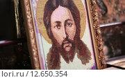 Купить «Вышитая православная икона», видеоролик № 12650354, снято 10 октября 2014 г. (c) Потийко Сергей / Фотобанк Лори