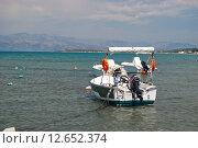 Купить «Моторная лодка в море, Греция», фото № 12652374, снято 8 августа 2015 г. (c) Наталья Быстрая / Фотобанк Лори