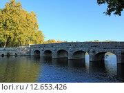 Купить «Осенний пейзаж со старым мостом. Франция», фото № 12653426, снято 19 сентября 2019 г. (c) Владимир Григорьев / Фотобанк Лори