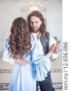 Купить «Мужчина и женщина в средневековой одежде», фото № 12656086, снято 23 августа 2015 г. (c) Darkbird77 / Фотобанк Лори