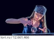 Fortune teller using crystal ball. Стоковое фото, агентство Wavebreak Media / Фотобанк Лори