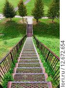 Купить «Металлическая лестница в парке», фото № 12672654, снято 1 сентября 2015 г. (c) Игорь Симановский / Фотобанк Лори