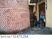 Купить «Башня грифонов во дворе аптеки Пеля. Неформальная достопримечательность Санкт-Петербурга», эксклюзивное фото № 12673254, снято 18 августа 2009 г. (c) Ольга Визави / Фотобанк Лори