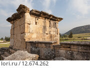 Купить «Иераполис, Турция. Саркофаги и руины склепов в античном некрополе.», фото № 12674262, снято 8 мая 2015 г. (c) Сергей Афанасьев / Фотобанк Лори