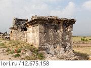 Купить «Иераполис, Турция. Саркофаги и руины склепов в античном некрополе.», фото № 12675158, снято 8 мая 2015 г. (c) Сергей Афанасьев / Фотобанк Лори