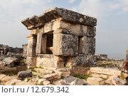 Купить «Иераполис, Турция. Саркофаги и руины склепов в античном некрополе», фото № 12679342, снято 8 мая 2015 г. (c) Сергей Афанасьев / Фотобанк Лори