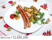 Купить «Жареные мюнхенские колбаски с овощами», фото № 12690206, снято 10 сентября 2015 г. (c) Алёшина Оксана / Фотобанк Лори
