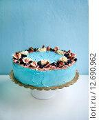 Голубой торт с ягодами. Стоковое фото, фотограф Елена Поминова / Фотобанк Лори