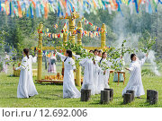 Купить «Девушки в белых платьях», фото № 12692006, снято 21 июня 2015 г. (c) Роман Фомин / Фотобанк Лори