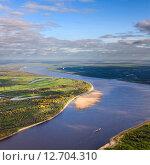 Широкая равнинная река ранней осенью. Вид сверху. Стоковое фото, фотограф Владимир Мельников / Фотобанк Лори