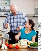 Купить «senior man and mature woman cooking lunch», фото № 12714590, снято 31 октября 2013 г. (c) Яков Филимонов / Фотобанк Лори