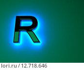 Светящаяся неоновая буква R. Голубое свечение. Черный глянцевый шрифт. Стоковая иллюстрация, иллюстратор Владимир Хапаев / Фотобанк Лори