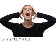 Купить «Девушка в черном свитере зажмурилась и кричит», фото № 12719102, снято 14 сентября 2015 г. (c) Константин Колосов / Фотобанк Лори