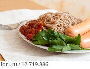 Купить «spaghetti pasta with sausages», фото № 12719886, снято 23 ноября 2012 г. (c) Яков Филимонов / Фотобанк Лори