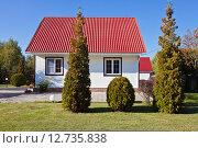 Купить «Дом на дачном участке», фото № 12735838, снято 21 сентября 2015 г. (c) Victoria Demidova / Фотобанк Лори