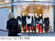 Купить «Berlin, Germany, Group of mannequins in a store window», фото № 12741998, снято 4 ноября 2014 г. (c) Caro Photoagency / Фотобанк Лори