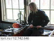 Купить «Transjö, Sweden, Glasblaeser Dan Clausen at work», фото № 12742646, снято 17 апреля 2014 г. (c) Caro Photoagency / Фотобанк Лори