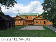 Купить «Дом В.И.Ленина со двора», эксклюзивное фото № 12744042, снято 8 июля 2015 г. (c) Иван Мацкевич / Фотобанк Лори