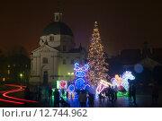 Warsaw, Poland, Christmas decoration in front of St. Casimir at Neustädtische market (2014 год). Редакционное фото, агентство Caro Photoagency / Фотобанк Лори
