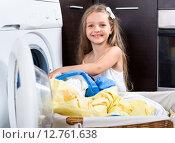 Купить «Female child enjoying of washed clothes», фото № 12761638, снято 29 января 2020 г. (c) Яков Филимонов / Фотобанк Лори