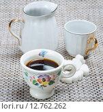 Купить «Чашка кофе на столе», фото № 12762262, снято 16 сентября 2015 г. (c) Алёшина Оксана / Фотобанк Лори