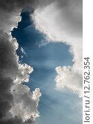 Солнечные лучи пробиваются сквозь облака. Стоковое фото, фотограф Юрий Прокопьев / Фотобанк Лори
