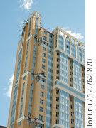 Купить «Строительство многоэтажного дома ЖК «Лондон Парк»», фото № 12762870, снято 15 августа 2015 г. (c) Ирина Новак / Фотобанк Лори
