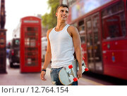 Купить «smiling man with skateboard on london city street», фото № 12764154, снято 3 августа 2014 г. (c) Syda Productions / Фотобанк Лори
