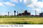 Купить «Металлургический завод с доменным цехом в Нижнем Тагиле, НТМК», видеоролик № 12765594, снято 12 сентября 2015 г. (c) Кекяляйнен Андрей / Фотобанк Лори