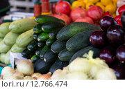 Купить «close up of squash at street farmers market», фото № 12766474, снято 27 июля 2015 г. (c) Syda Productions / Фотобанк Лори