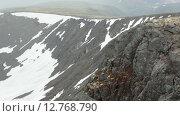 Купить «Вид с высокогорного плато на озеро в долине. Хибинские горы», видеоролик № 12768790, снято 2 сентября 2015 г. (c) Кекяляйнен Андрей / Фотобанк Лори